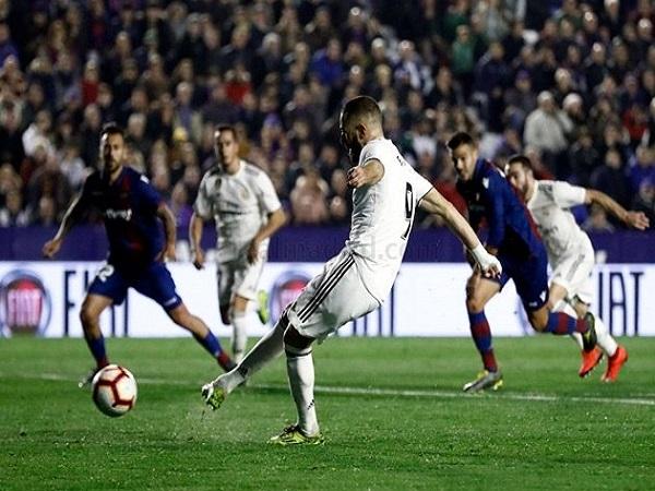 Real nơm nớp lo sợ chờ Barcelona