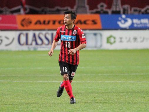 'Messi Thái Lan' mang áo số 10 trong trận đấu với Việt Nam