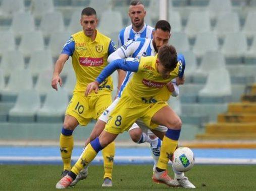 Soi kèo Châu Á trận Chievo vs Pescara (2h00 ngày 1/8)
