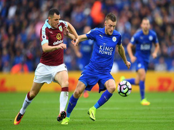 Soi kèo Burnley vs Leicester; Leicester vẫn đang duy trì được vị thế trong top 4 BXH. làm khách trước Burnley ở vòng 29, bầy cáo sẽ giành chiến thắng để củng cố vững chắc vị trí của mình.