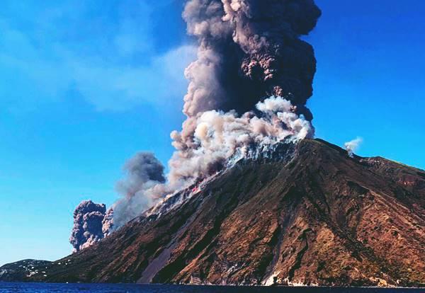 Giải mã bí ẩn giấc mơ thấy núi lửa là điềm báo gì